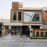 10 Marla Brand New Semi Furnished House 𝐢𝐧 Bahria Town Lahore 𝐅𝐨𝐫 Sale