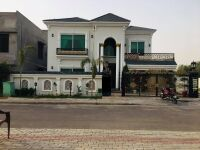 1 Kanal Main Boulevard Brand New Semi Furnished House 𝐢𝐧 Bahria Town Lahore 𝐅𝐨𝐫 Sale