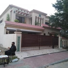 20 Marla Luxury Bungalow for Sale in Bahria Town Lahore