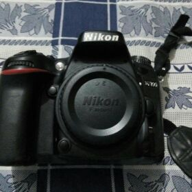 NIKON D7100 with 18 105 Lens for SALE
