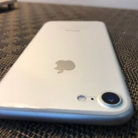 Apple IPHONE 7 32GB Sliver for SALE