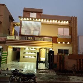 10 Marla Lavished Luxury House For Sale in Bahria Town Lahore