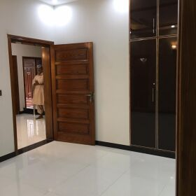 5 Marla Brand New Semi Furnished House in Bahria Town Lahore for Sale.