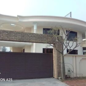 CORNER HOUSE FOR SALE IN F-11/1 ISLAMABAD